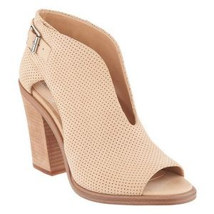 Size 8.5 Vince camuto tan open toe bootie